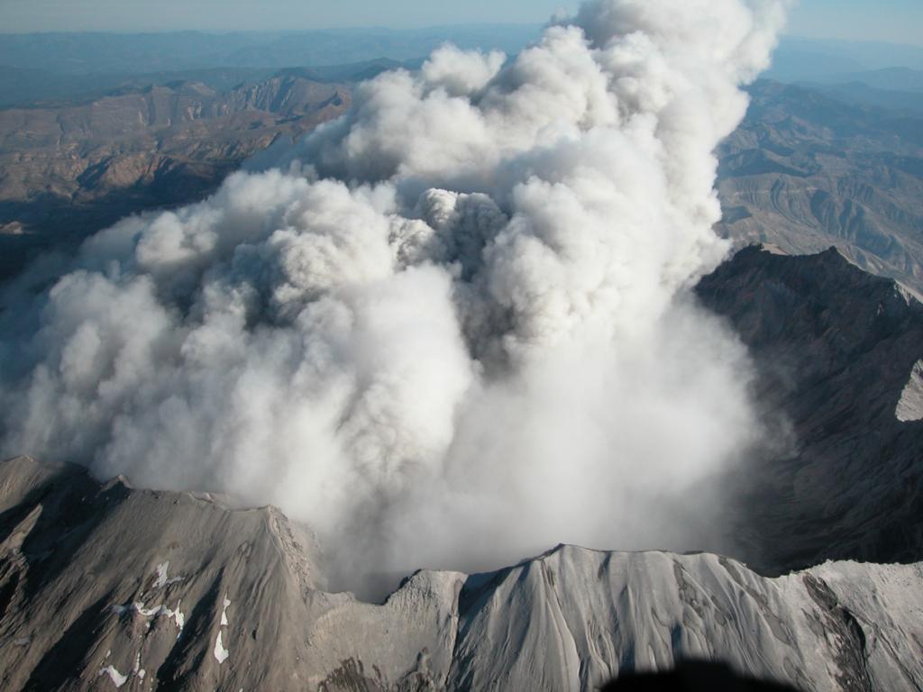 Mt St. Helens active volcano